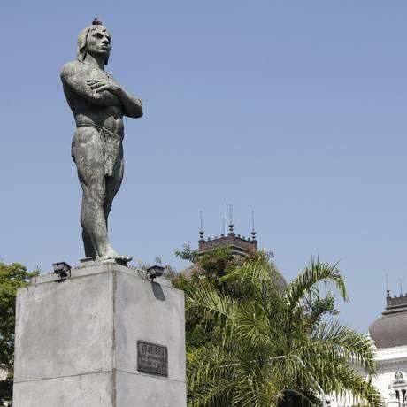 Praça Araribóia, no Centro de Niterói. Cidade vai receber R$ 1,6 milhão em investimentos para cultura Foto: Luiz Ackermann / Agência O Globo