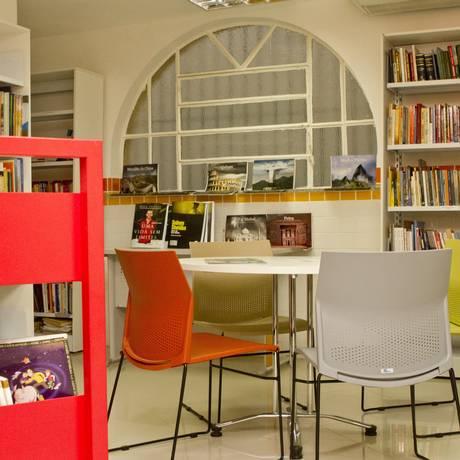 Aconchego. A sala de estudos, no primeiro andar, reduto das crianças Foto: BIA GUEDES