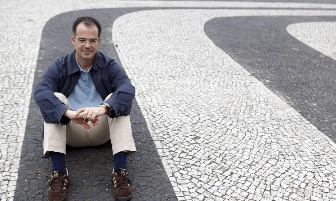 """Lembrete de urbanista: """"Os pedestres são seus próprios meios de transportes, e, as calçadas, estruturas viárias"""" Foto: Gustavo Stephan / Agência O Globo"""
