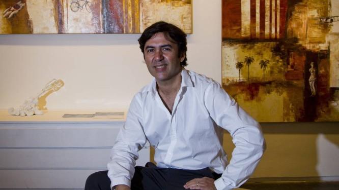 O artista. Luiz Badia na galeria Almacén, no CasaShopping, na Barra Foto: Agência O Globo / Guilherme Leporace