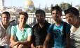Tolerância. Integrantes do primeiro tour da Coexister em Jerusalém: organização fundada quando conflito entre israelenses e palestinos voltou a se acirrar
