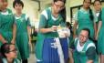 Contato. Alunas da escola Tanjong Katong em uma atividade de engenharia