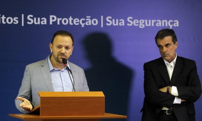 http://og.infg.com.br/in/16577686-15f-f4a/FT1086A/420/ministros-edinho-silva-e-eduardo-cardozo.jpg