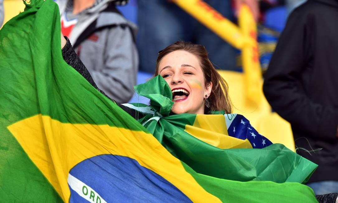 A animação da torcedora brasileira em Concepción YURI CORTEZ / AFP