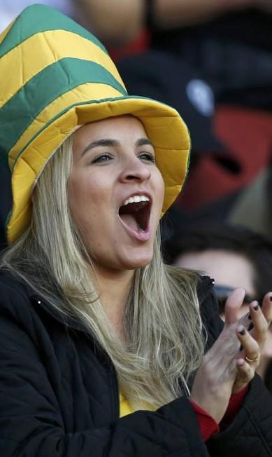 Disposição foi o que não faltou para essa torcedora brasileira no Chile ANDRES STAPFF / REUTERS
