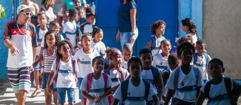 Escolas buscam formas de educar em meio a cotidiano de violência ... 4856626c28467
