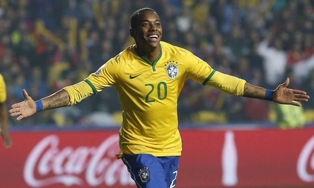 Robinho comemora o gol que abriu o placar contra o Paraguai Silvia Izquierdo / AP