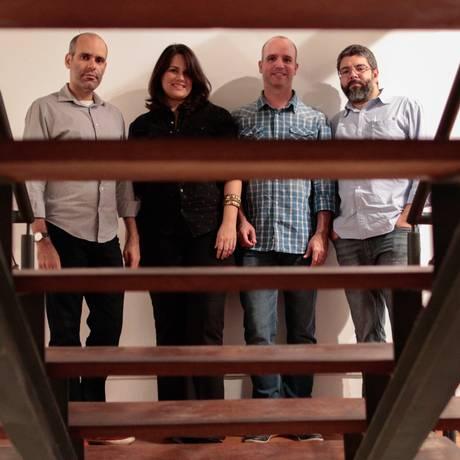 Designers. Bernardo Senna, o casal Fernanda e Leo Mangiavacchi e Felipe Rangel: parceria com a indústria moveleira Foto: Agência O Globo / Pedro Kirilos