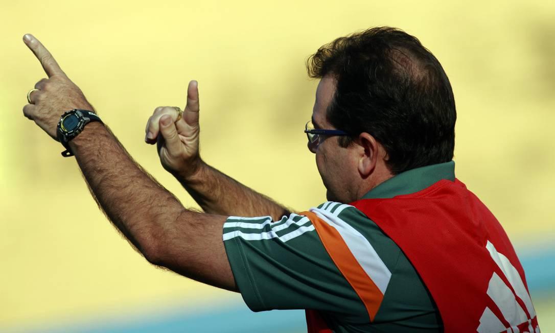 O técnico Enderson Moreira orienta o Fluminense Nelson Perez / Fluminense