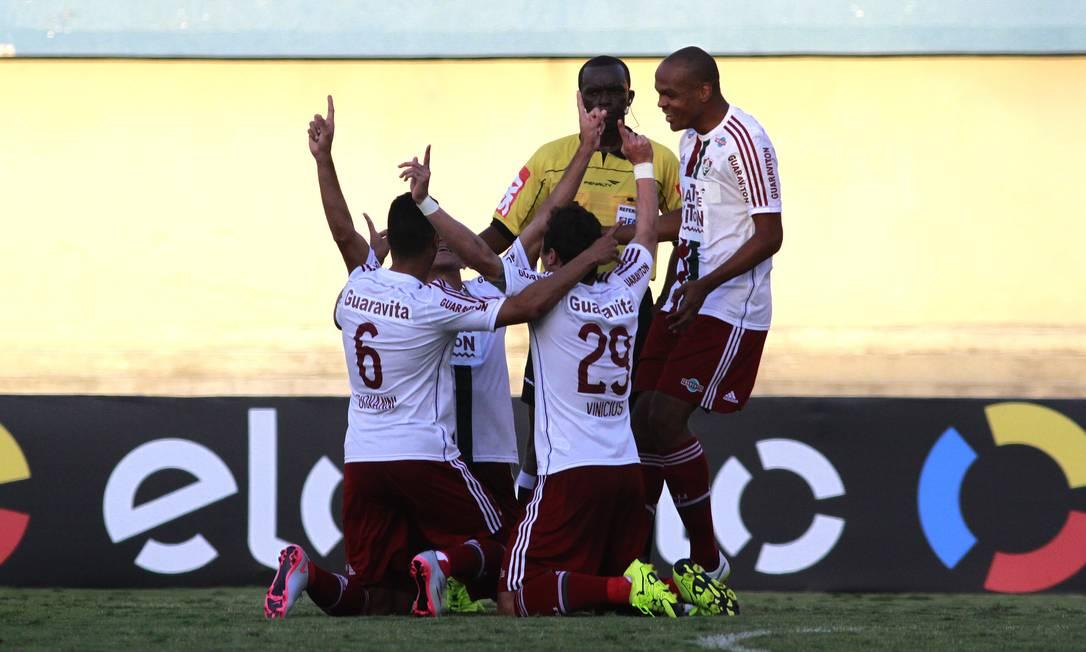 Jogadores do Flu comemoram o gol de Edson Nelson Perez / Fluminense