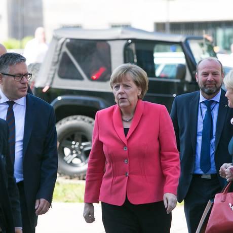 Angela Merkel, chanceler alemã, chega à celebração de 70 anos de seu partido, o democrata-cristão Foto: Krisztian Bocsi / Bloomberg News
