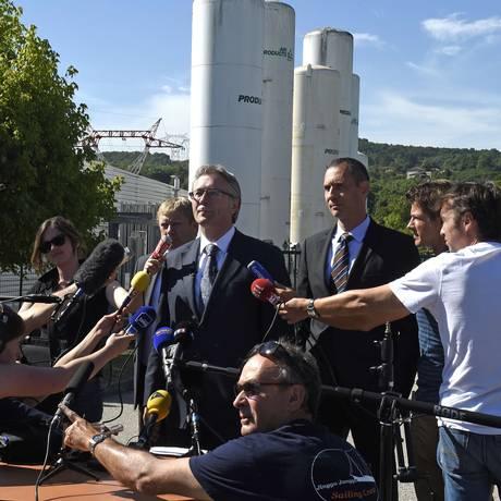 Presidente da usina de gás alvo de atentado na França fala com jornalistas Foto: PHILIPPE DESMAZES / AFP