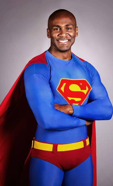 Os autores lembram que 'deveria ser normal um ator negro fazer qualquer personagem'. Na foto, o ator Taiguara Nazareth Foto: Divulgação/Guilherme Silva