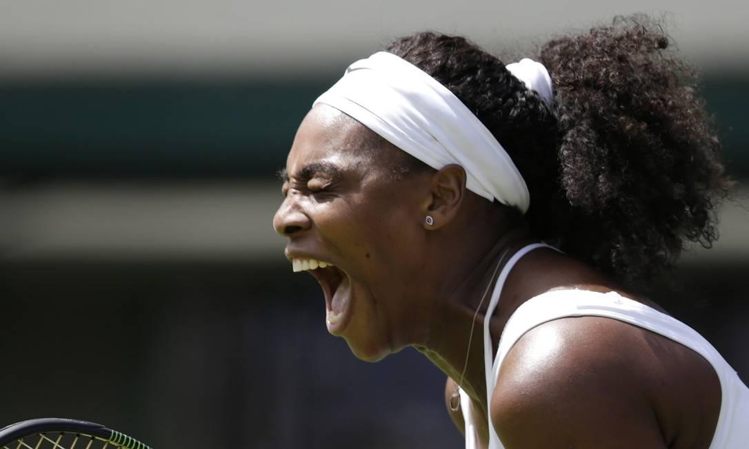 Pentacampeã, Serena Williams vibra na vitória sobre a russa Margarita Gasparyan Pavel Golovkin / AP