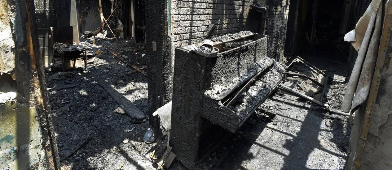 Um piano destruído no incêndio na Igreja Batista Briar Creek Road: seis casos em uma semana Foto: Davie Hinshaw / AP