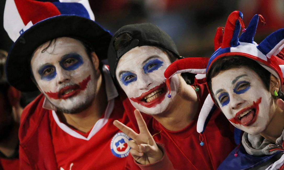 Torcedores do Chile aguardam a partida contra o Peru, pelas semifinais da Copa América HENRY ROMERO / REUTERS