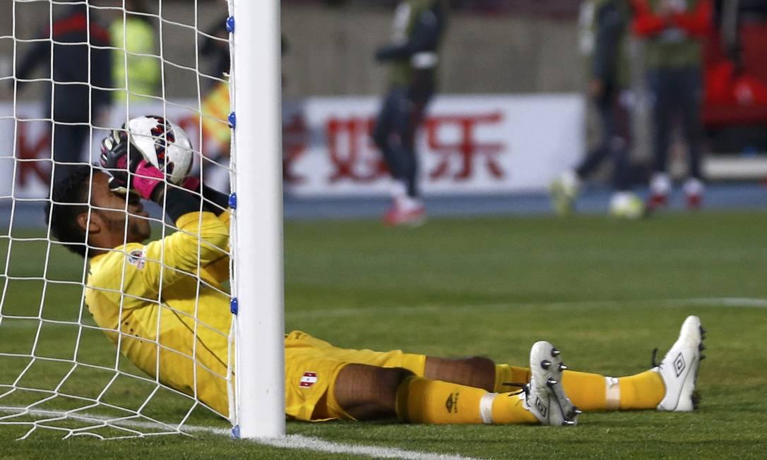 A frustração do peruano Gallese ao falhar no segundo gol de Vargas MARCOS BRINDICCI / REUTERS