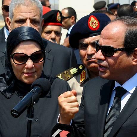 Presidente egípcio Abdel Fattah al-Sisi discursa após funeral do procurador-geral Hisham Barakat Foto: REUTERS