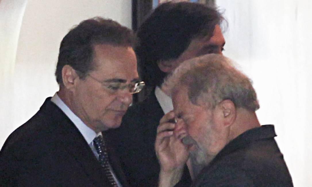 PREOCUPAÇÃO - Em junho de 2015, o ex-presidente Lula é recebido pelo então presidente do Senado, Renan Calheiros, para uma reunião com senadores durante o café da manhã, na residência oficial do Senado. Foto: Jorge William / O Globo