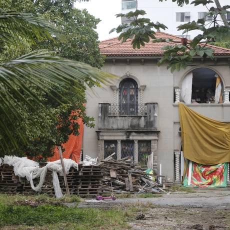 O casarão na Estrada do Bananal: depósito de material de festa, enquanto seu destino não é selado Foto: Felipe Hanower / Felipe Hanower