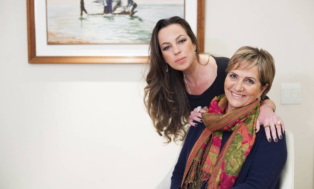 Anna Paula Caldeira, primeiro bebê de proveta brasileiro ao lado da mãe, Ilza Caldeira Foto: Freelancer / Rafael Fortes
