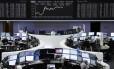 Operadores na Bolsa de Frankfurt nesta quarta-feira