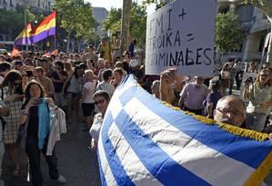 Manifestantes gregos se opõem à troika em Atenas Foto: LLUIS GENE / AFP