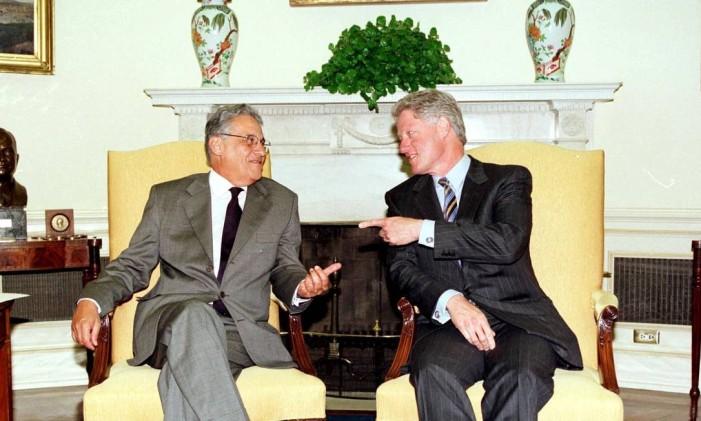 FH e Bill Clinton no salão oval da Casa Branca Foto: Sérgio Andrade / Arquivo O Globo