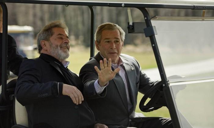 Os ex-presidentes Lula e George Bush em Camp David Foto: Brendan Smialowski / AFP
