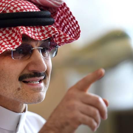 Príncipe sauditaAlwaleed bin Talal fala a jornalistas durante coletiva de imprensa em Riad Foto: FAYEZ NURELDINE / AFP