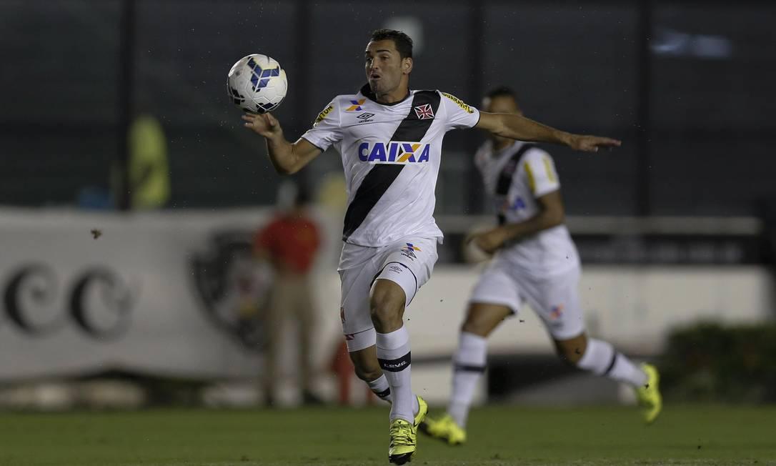 Gilberto tenta levar o Vasco ao ataque Alexandre Cassiano / Agência O Globo