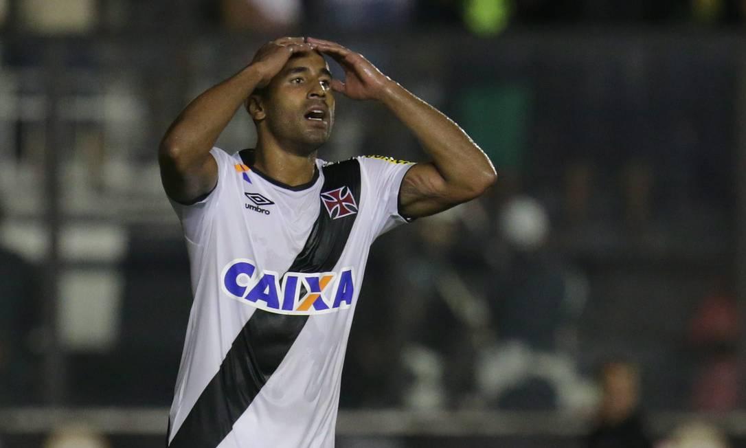 Júlio César lamenta chance perdida Marcio Alves / Agência O Globo