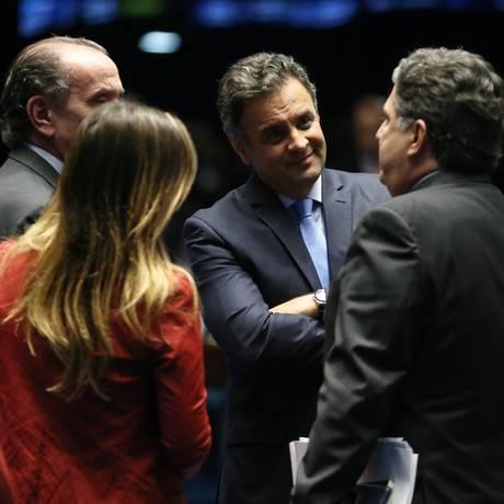 Aécio em sessão desta quarta-feira, junto a Aloysio Nunes, Clarissa e Anthony Garotinho Foto: Ailton de Freitas / Agência O Globo
