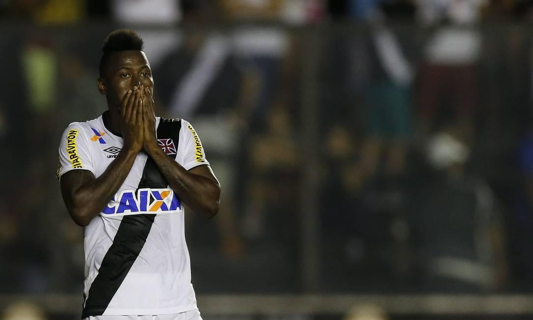 Riascos lamenta chance perdida em São Januário Alexandre Cassiano / Agência O Globo