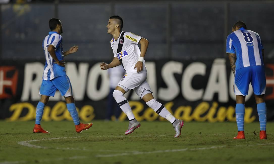 Biancucchi corre para comemorar o gol do Vasco Alexandre Cassiano / Agência O Globo