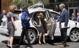 Dilma visita Vale do Silício e se encanta com carro sem motorista do Google