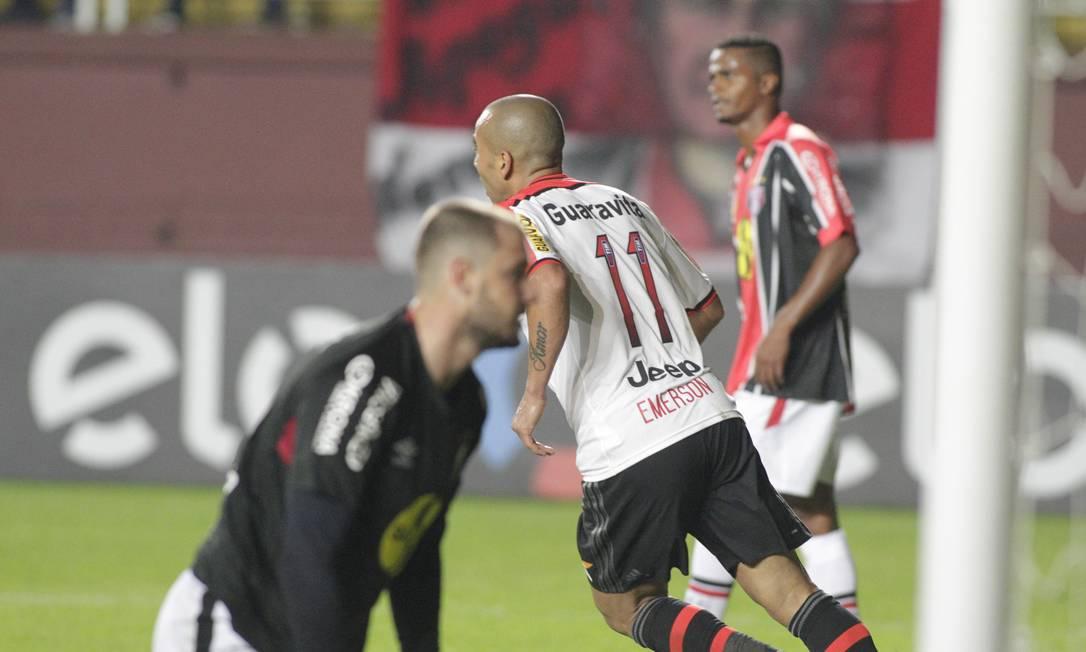Emerson comemora o gol na partida contra o Joinville Divulgação / Flamengo