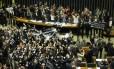 Deputados comemoram aprovação da redução da maioridade