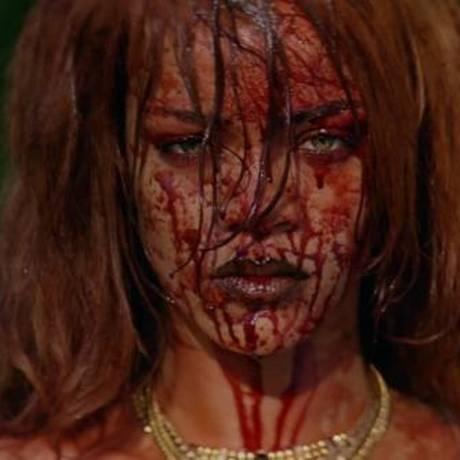 Rihanna no clipe de 'Bitch better have my money' Foto: Reprodução