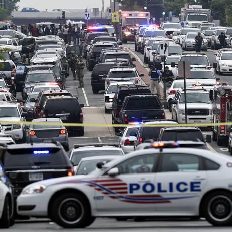 Base da Marinha em Washington é fechada após relatos de tiros Foto: Susan Walsh / AP