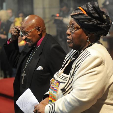 Desmond Tutu e sua mulher, Leah, renovam votos após 60 anos de casados Foto: STR / AP