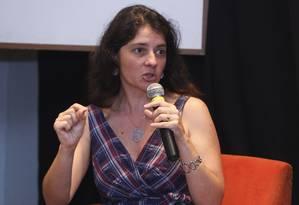 Suzana Herculano-Houzel: pesquisas fundamentais podem parar por falta de recursos Foto: Paula Giolito/ 19-08-2012 / Agência O Globo