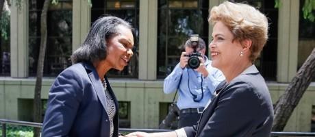 A presidente Dilma Rousseff com Condoleezza Rice Foto: Roberto Stuckert Filho/PR