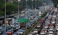 BR São Paulo (SP) 14/10/2014. Trânsito intenso na rua 23 de Maio vista do viaduto Tutóia, em São Paulo