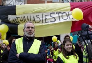 Protesto contra a eutanásia na Bélgica, no ano passado: país é um dos poucos onde a prática é permitida por lei Foto: Virginia Mayo / AP