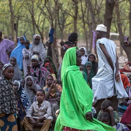 Civis que fugiram de violência do Boko Haram se refugiam em acampamento nos arredores de Maiduguri Foto: Nichole Sobecki / AFP