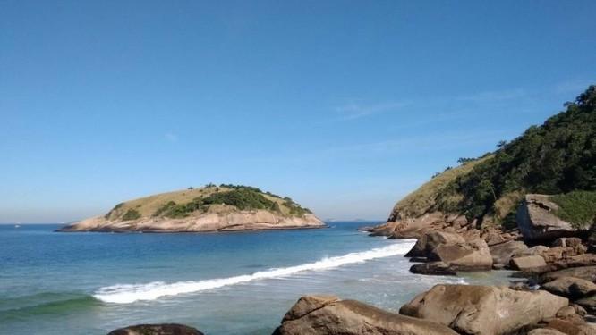 Sem lixo à vista, enseada do Havaizinho faz jús ao nome do arquipélago Foto: Renan Almeida