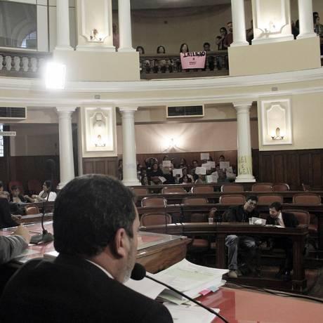 Durante a sessão em que o projeto de lei estava na pauta, servidores lotaram as galerias Foto: Sérgio Gomes / Divulgação