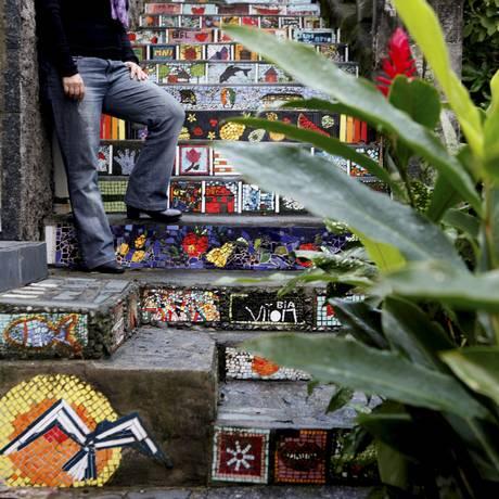 Para a idealizadora do mosaico, Leila Barboza, o tombamento pode fazer com que mais pessoas visitem o local Foto: Gustavo Stephan / Agência O Globo