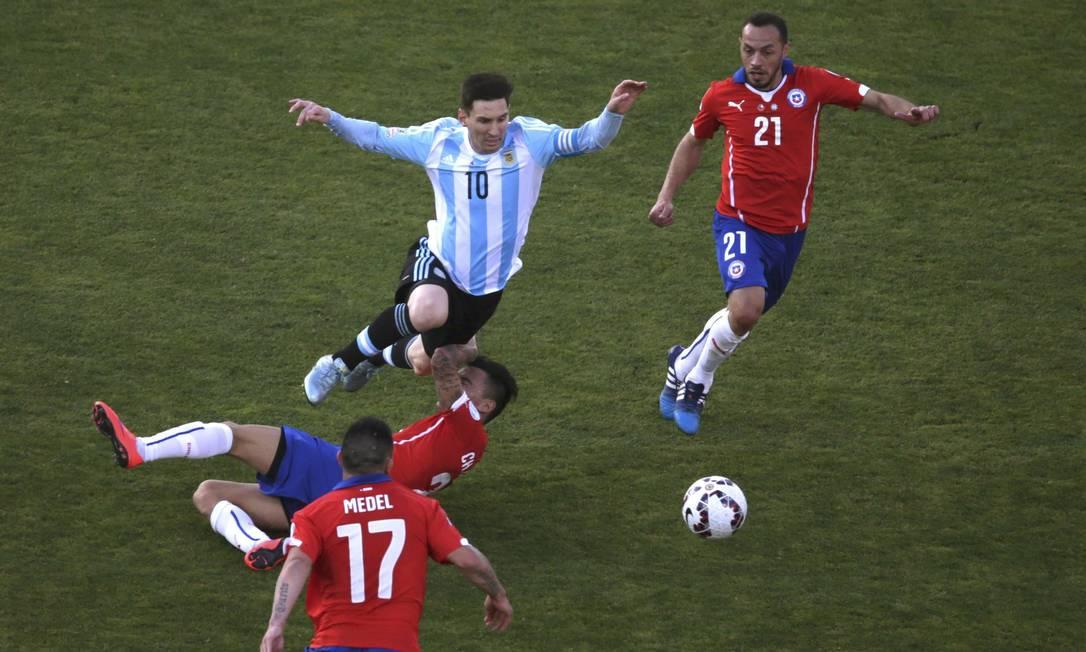 Messi não fez um bom jogo na decisão da Copa América, e esteve quase sempre muito marcado RICARDO MORAES / REUTERS